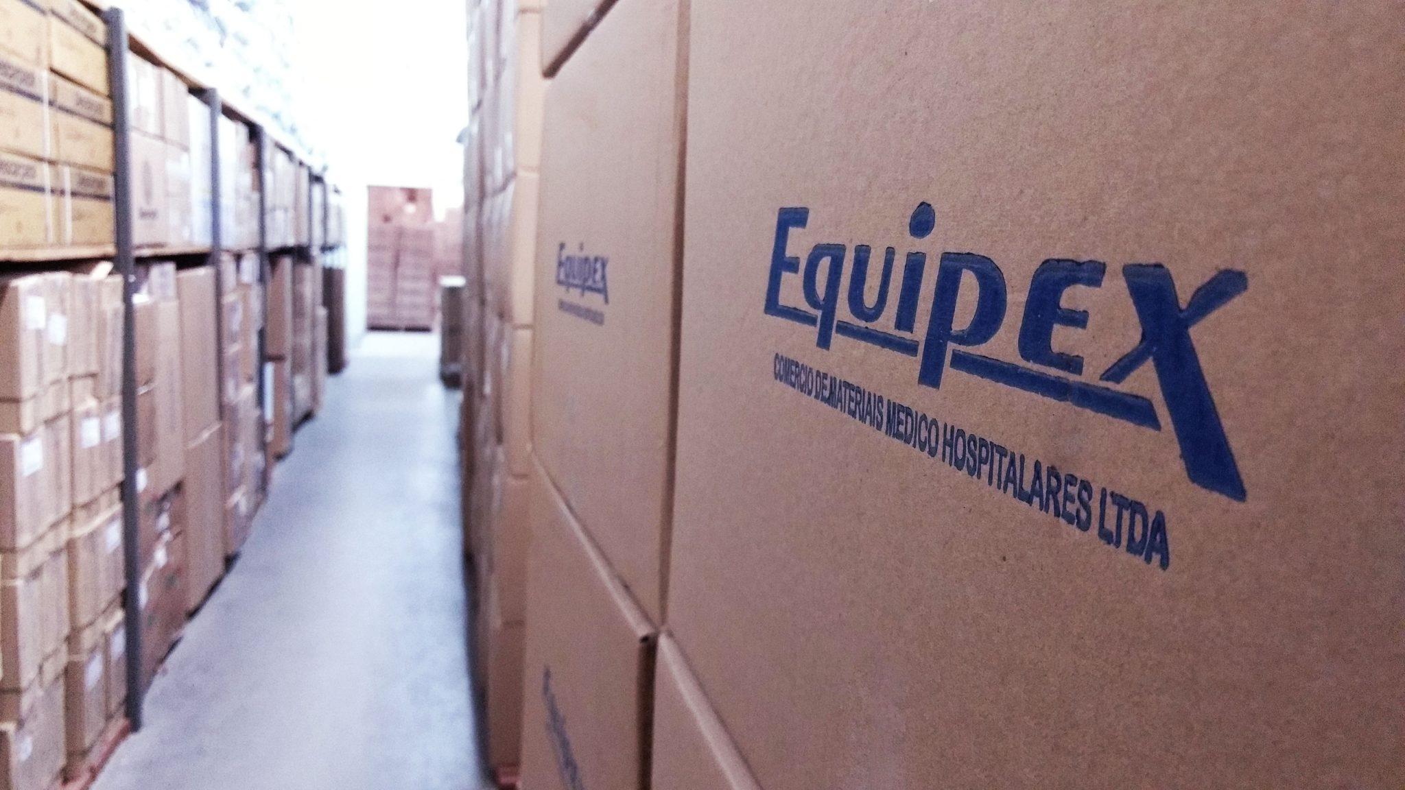 estoque equipex hospitalar de materiais hospitalares caixas empilhadas
